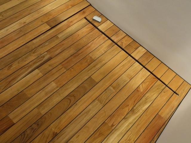 Akmenmedžio grindys su nuolydžiu į trapą