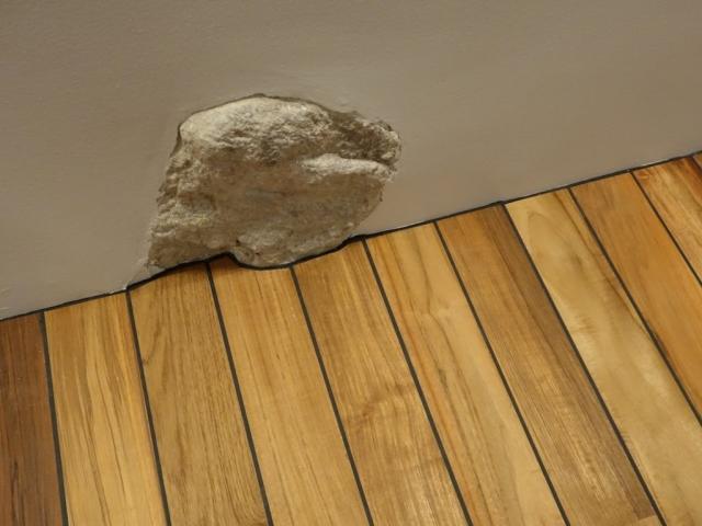 Akmenmedžio grindys privedimas su akmeniu