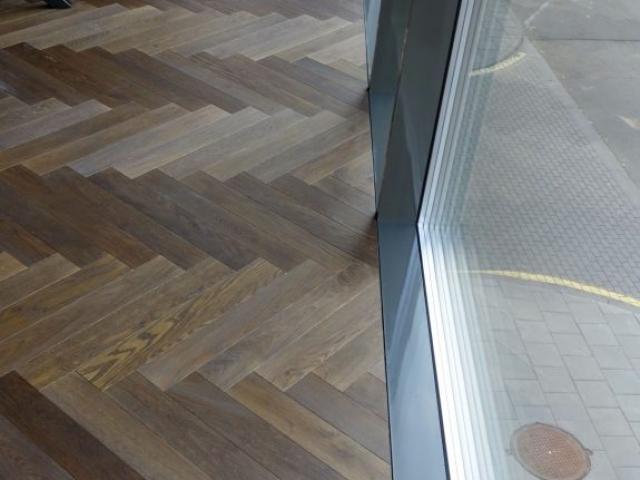 Herringbone parketo grindų eglute įrengimas