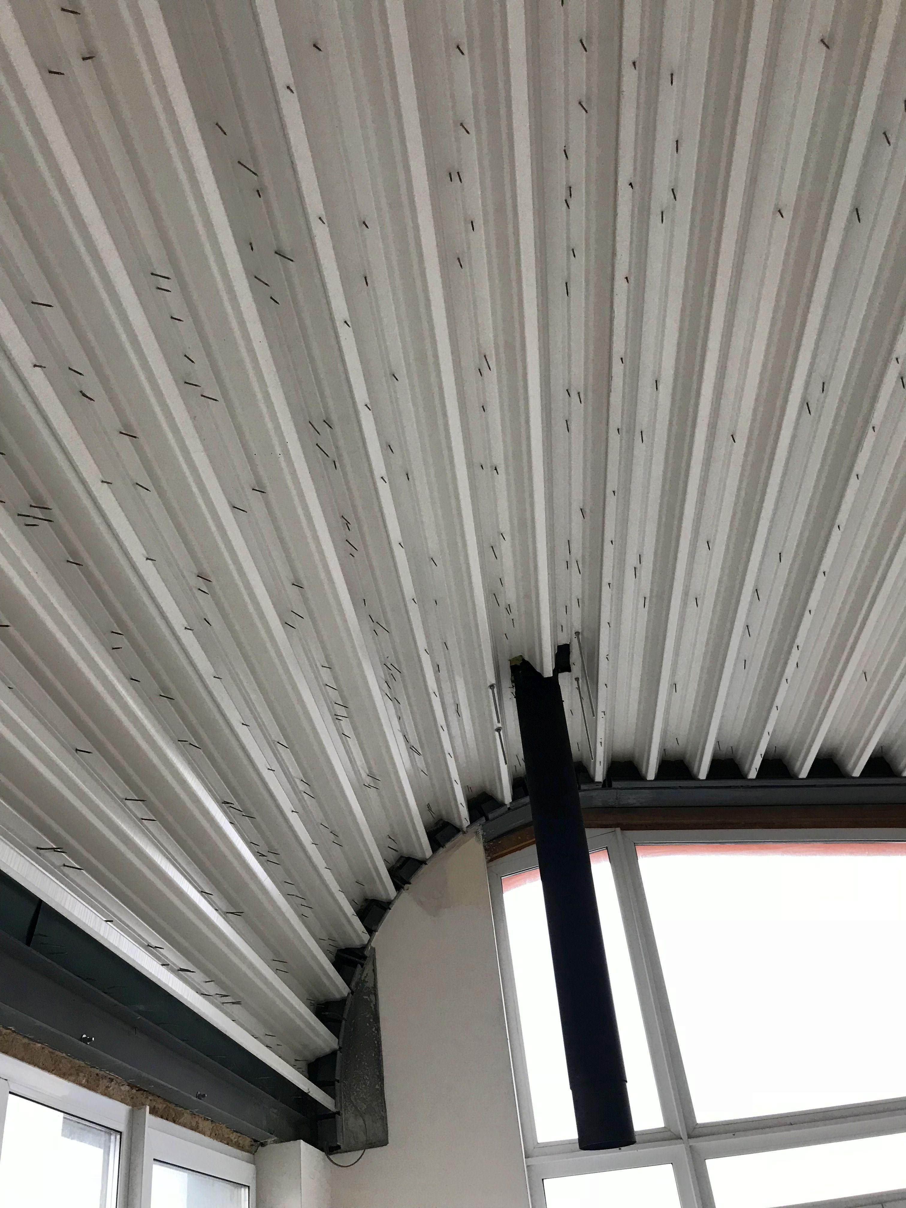 Medinių lubų įrengimas ant skardinės konstrukcijos